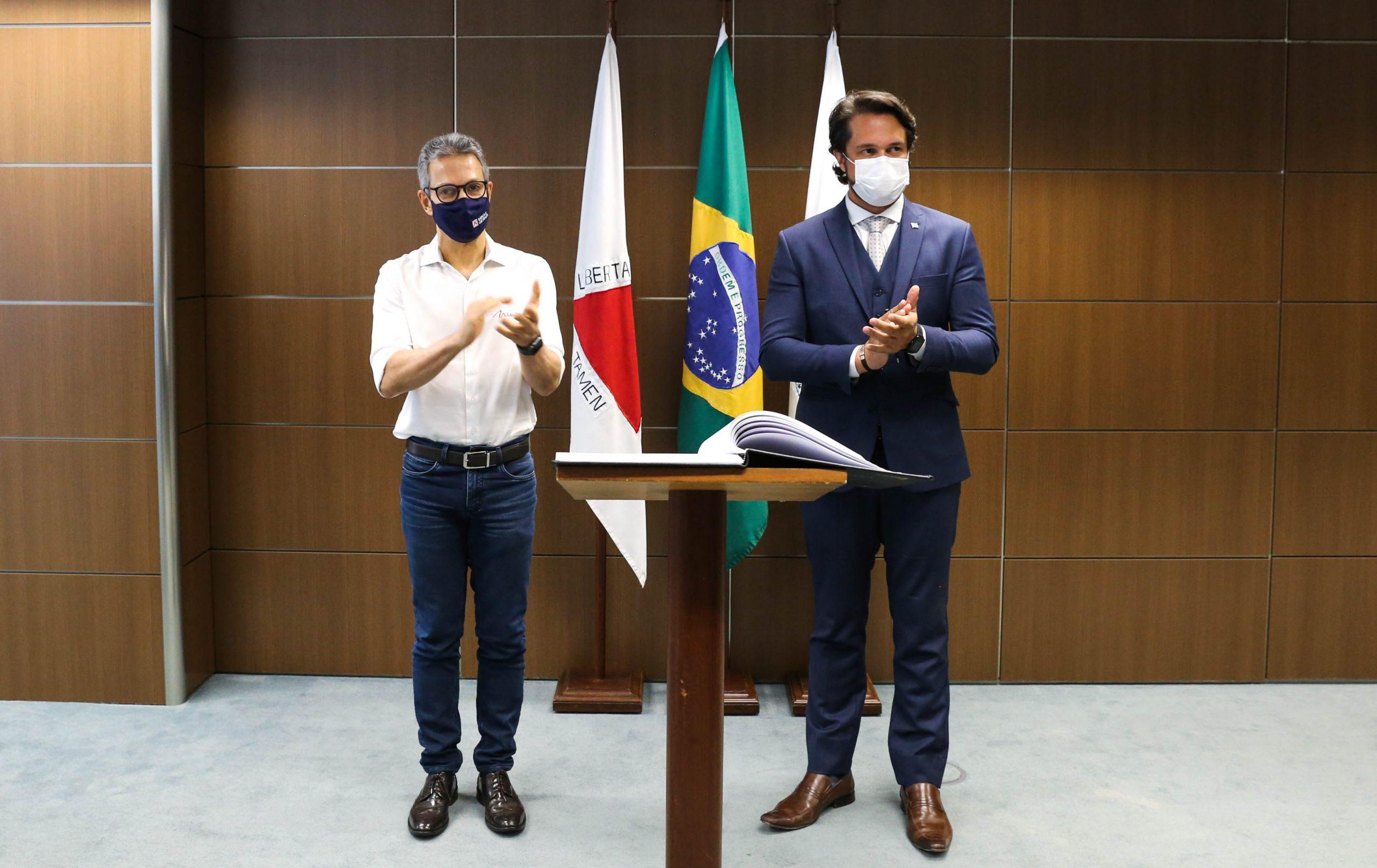 Romeu Zema empossa Fernando Passalio como novo secretário de Desenvolvimento Econômico